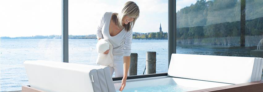 Duravit Sundeck - the cover folds back as a headrest